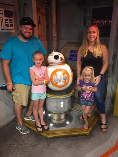Family with Star Wars character in Disney